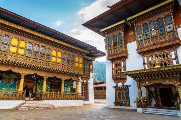 visit punakha dzong in bhutan
